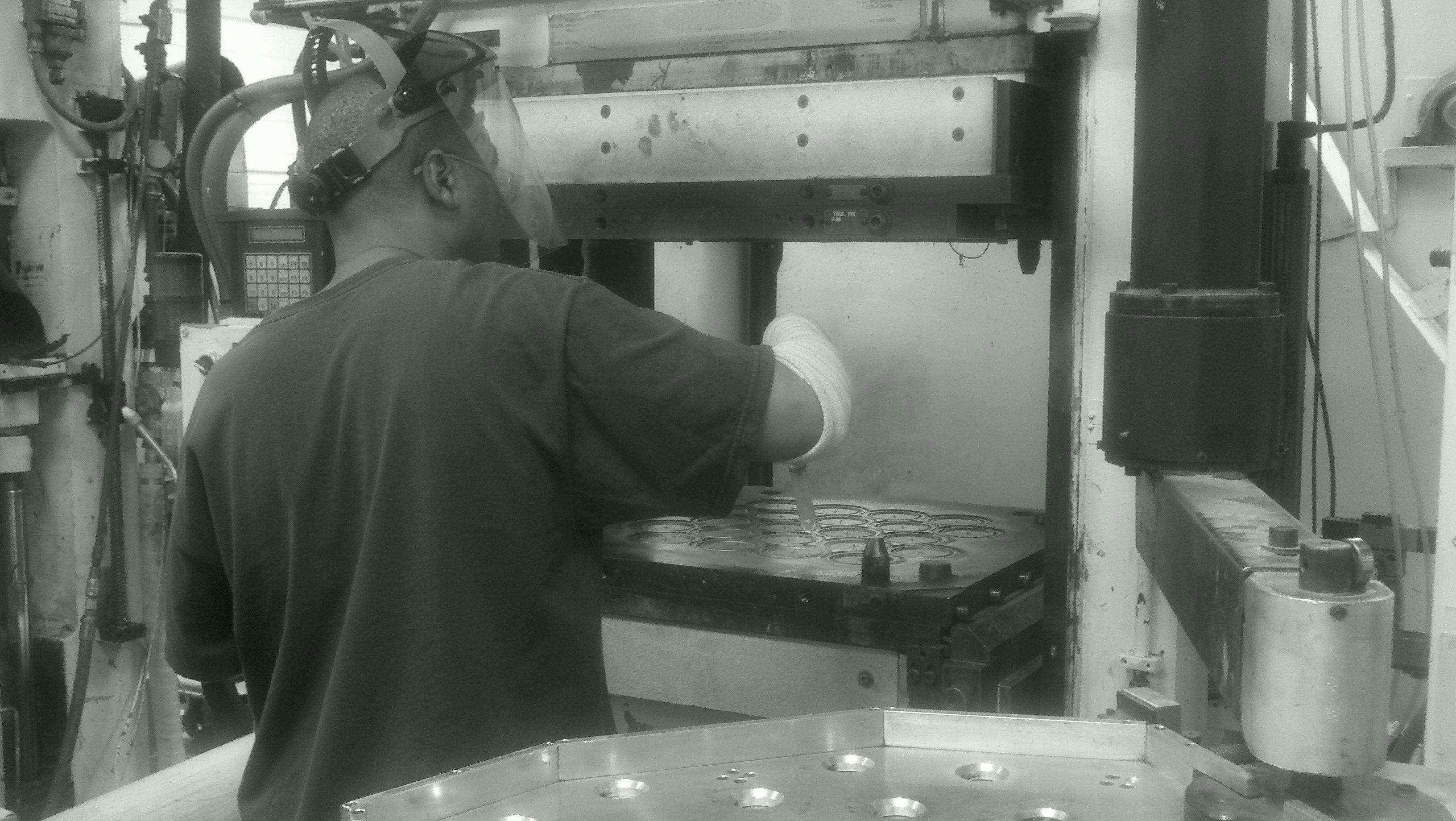 Dry ice blasting rubber molds