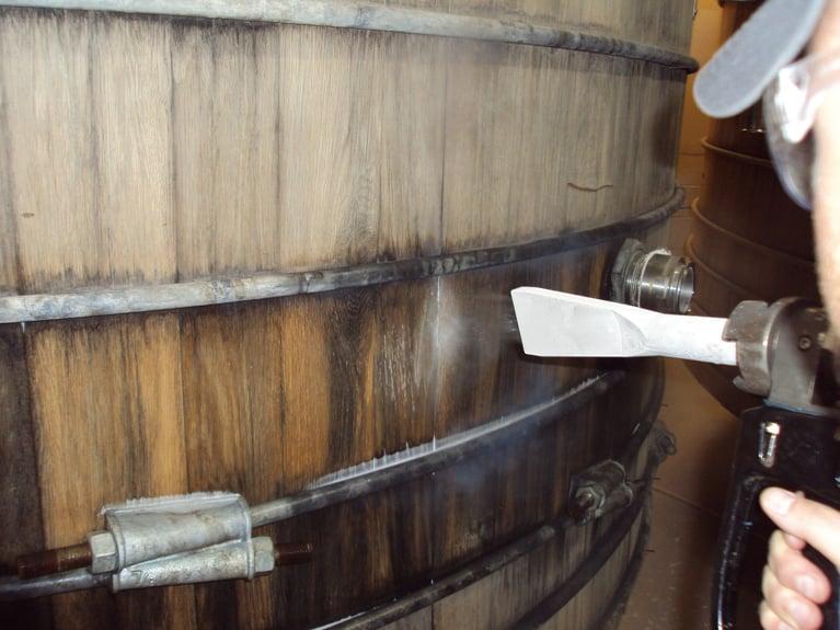 Como limpar barris de cerveja sem afetar o sabor da bebida