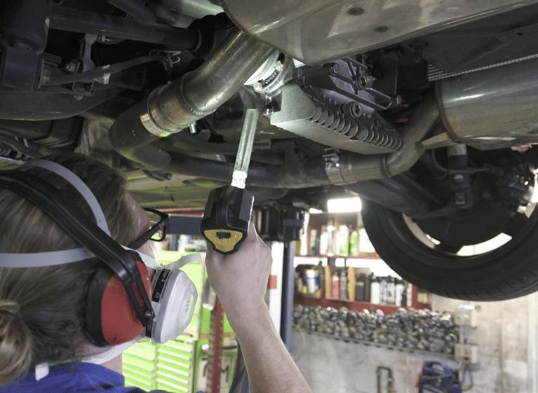 Jateamento com Gelo Seco melhora a qualidade da limpeza de chassis da BMW