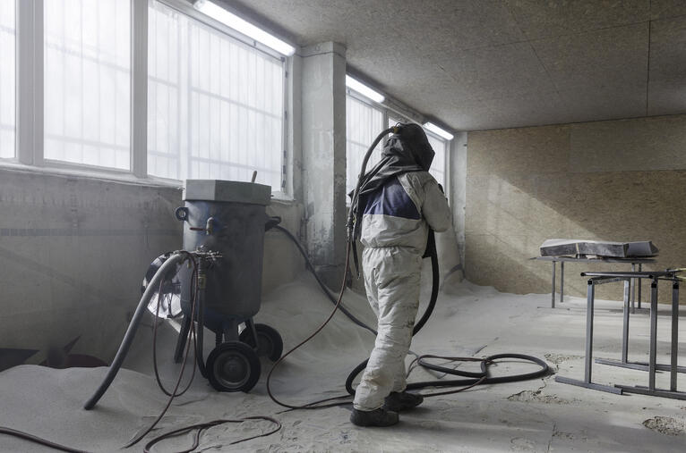 Remoção de pintura e revestimento com jateamento com gelo seco + abrasivo