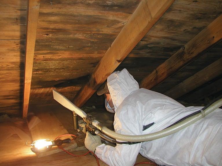 Dicas de segurança ao usar jateamento com gelo seco para remediação de mofo
